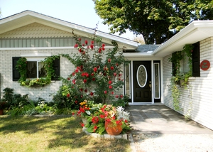 APPLE BLOSSOM BED AND BREAKFAST a Bed and Breakfast in .   Bed and Breakfast Stay in Niagara-on-the-Lake